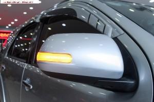 Thay đèn xi nhan gương ô tô